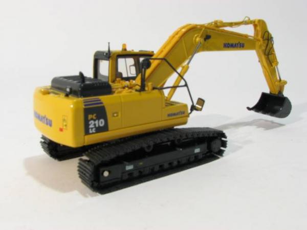 Macheta excavator pe senile Komatsu PC210-8, scara 1:50 1