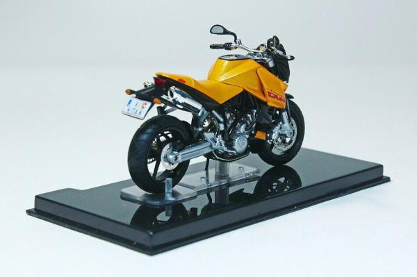 Macheta motocicleta KTM LC8 Duke, scara 1:24 2