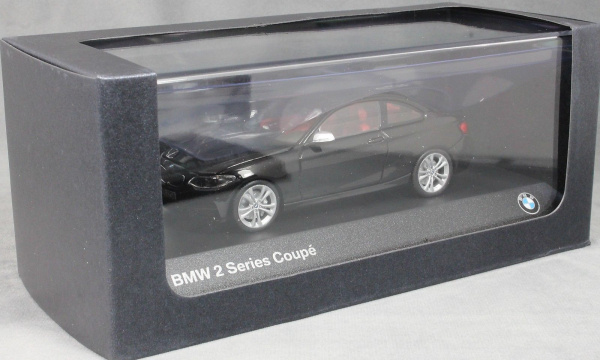 Macheta auto BMW 2ER coupe F22, scara 1:43 2