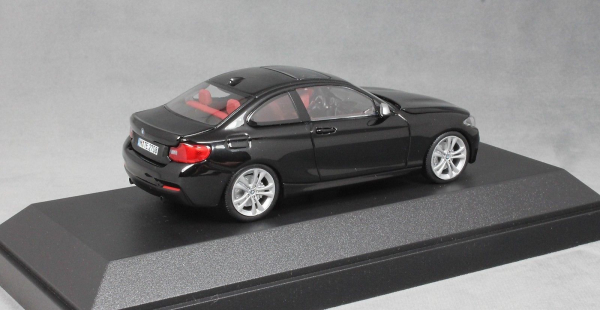 Macheta auto BMW 2ER coupe F22, scara 1:43 1