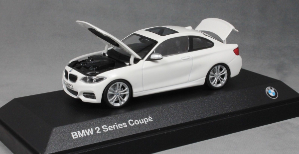 Macheta auto BMW 2ER coupe, scara 1:43 1