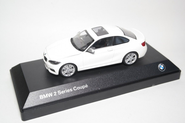 Macheta auto BMW 2ER coupe, scara 1:43 0