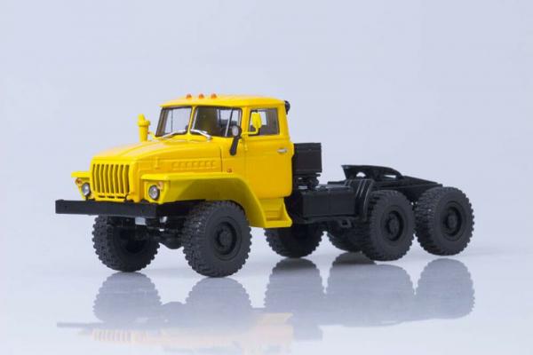 Macheta auto camion cap tractor 6x6 Ural 44202, scara 1:43 0