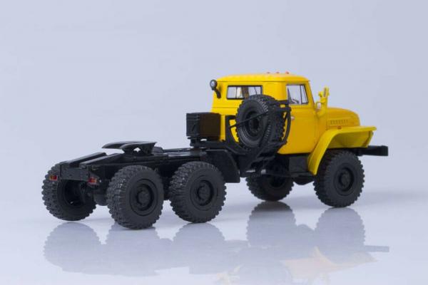 Macheta auto camion cap tractor 6x6 Ural 44202, scara 1:43 1