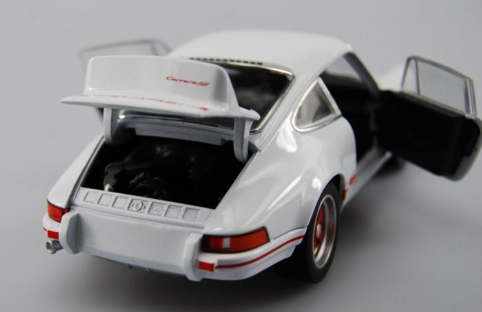 Macheta auto Porsche 911 Carrera RS 2.7, scara 1:24 2
