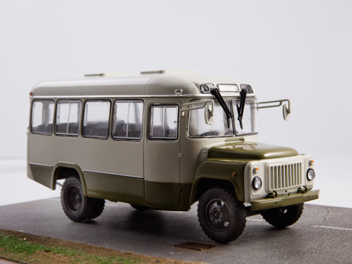 Macheta autobuz KAVZ-3270 cu revista, scara 1:43 [7]