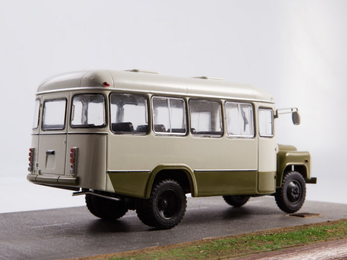 Macheta autobuz KAVZ-3270 cu revista, scara 1:43 [8]