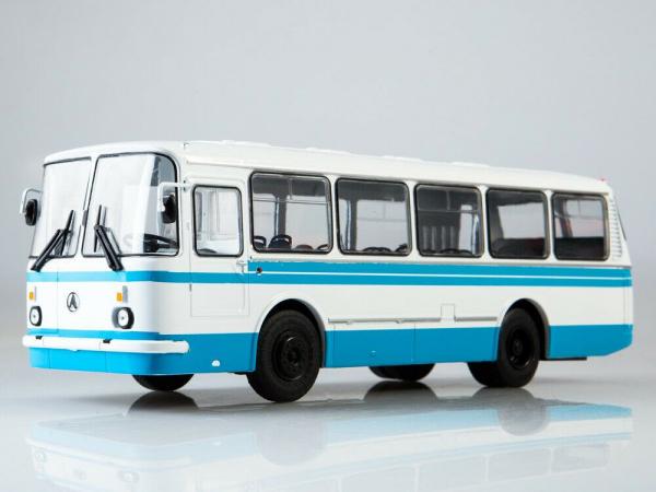 Macheta autobuz LAZ 695-N, scara 1:43 2