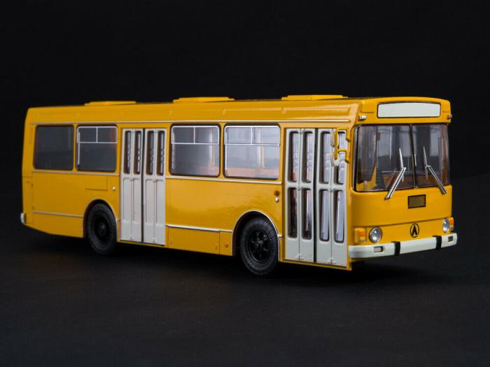 Macheta autobuz LAZ-4202, scara 1:43 4