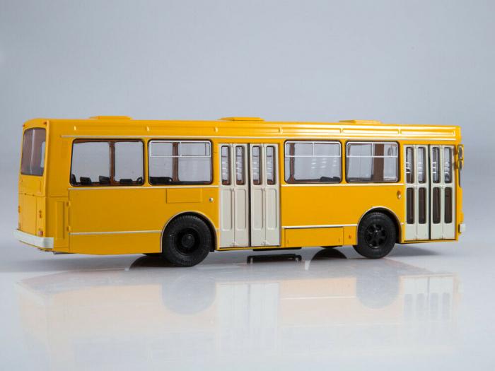 Macheta autobuz LAZ-4202, scara 1:43 1