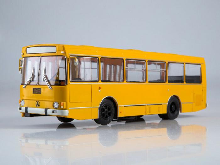 Macheta autobuz LAZ-4202, scara 1:43 3