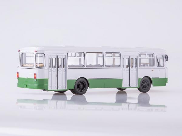 Macheta autobuz LiAZ 677m Moscova, scara 1:43 1