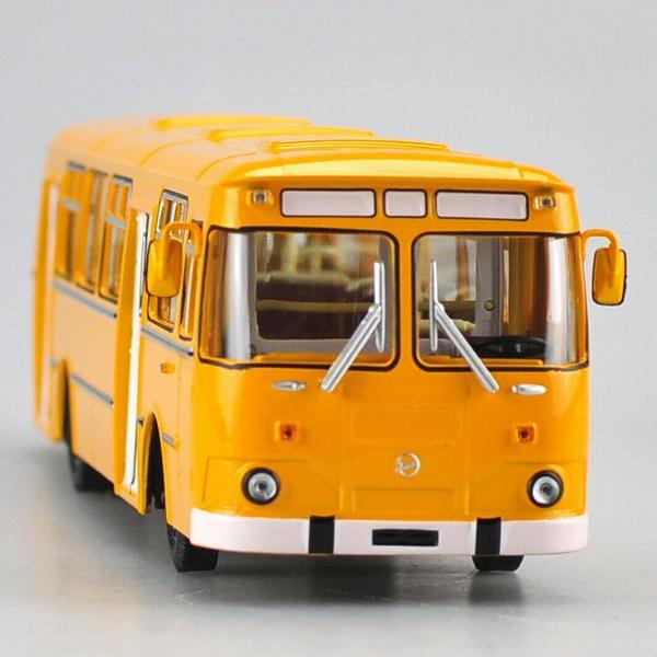 Macheta autobuz LiAZ 677m, scara 1:43 1