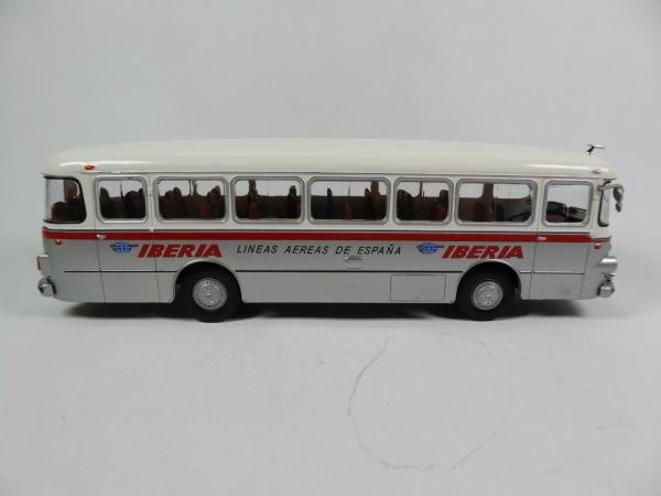 Macheta autobuz Pegaso Comet 5061, scara 1:43 3