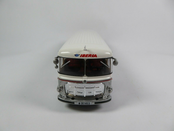 Macheta autobuz Pegaso Comet 5061, scara 1:43 4