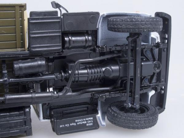 Macheta camion cu prelata GAZ 3309, scara 1:43 3