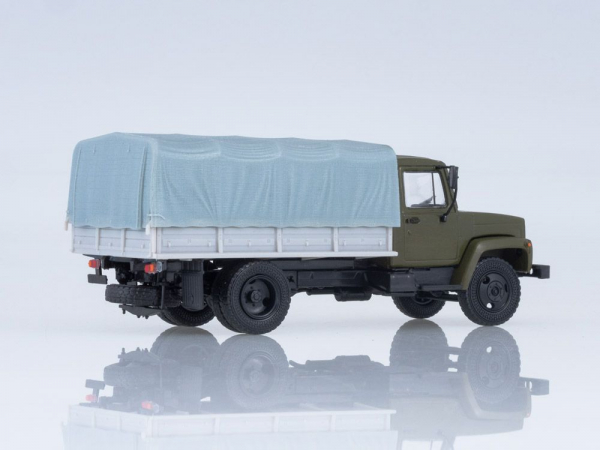 Macheta camion cu prelata GAZ-3309, scara 1:43 1