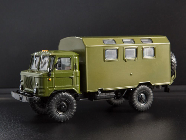 Macheta camion GAZ-66 cu duba de persoane, scara 1:43 1