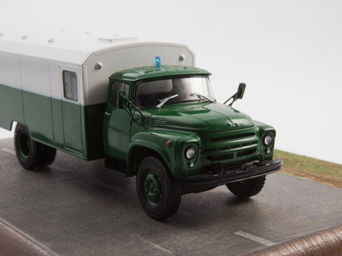 Macheta camion ZIL 130G duba de militie, scara 1:43 4