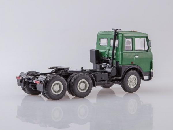 Macheta camion MAZ6422 cu semiremorca transcontainer MAZ928920, scara 1:43 3