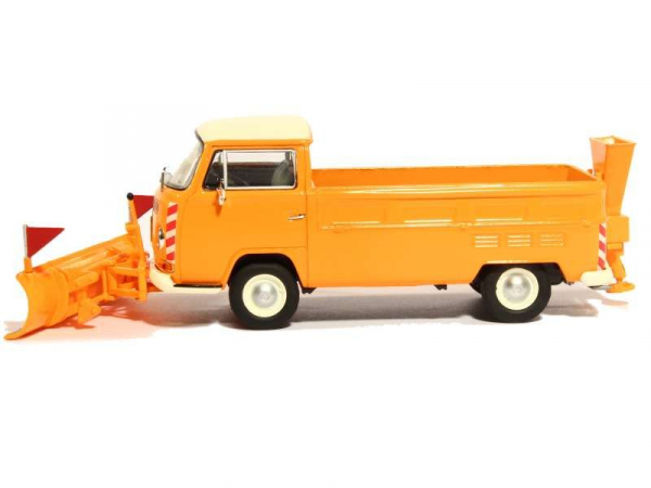 Macheta camioneta Volkswagen Transporter T2a cu plug si sarArita, scara 1:43 3