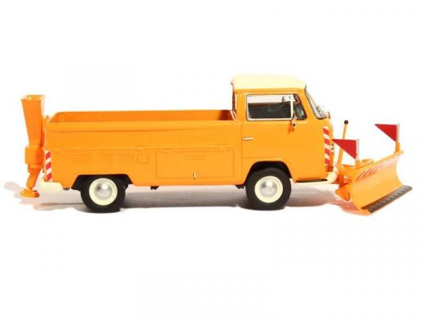 Macheta camioneta Volkswagen Transporter T2a cu plug si sarArita, scara 1:43 2