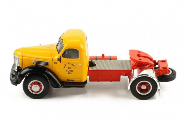 Macheta cap tractor International Hrvester KB7, scara 1:43 1