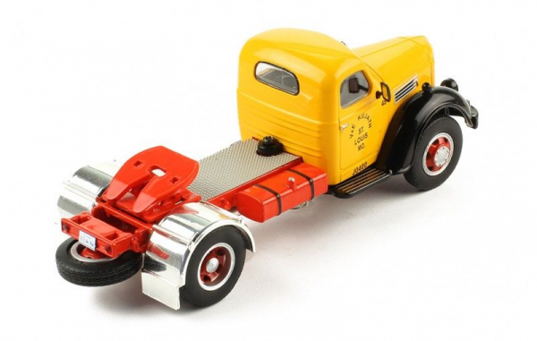 Macheta cap tractor International Hrvester KB7, scara 1:43 2