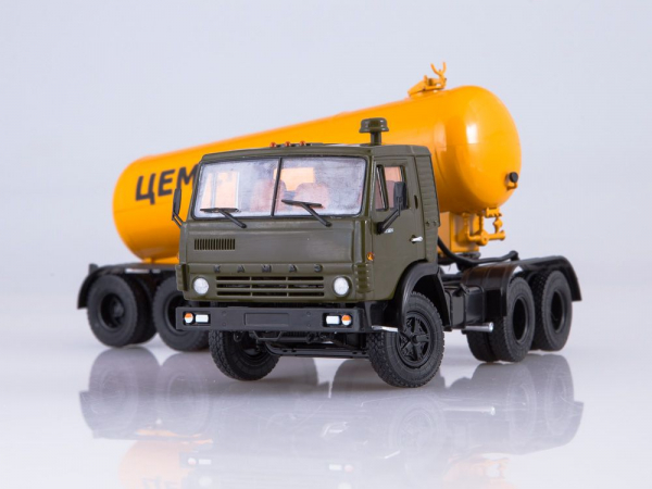 Macheta cap tractor Kamaz 54112 cu cimentruc, scara 1:43 2