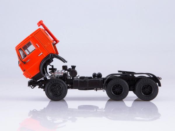 Macheta cap tractor Kamaz 54112 cu siloz de faina, scara 1:43 3