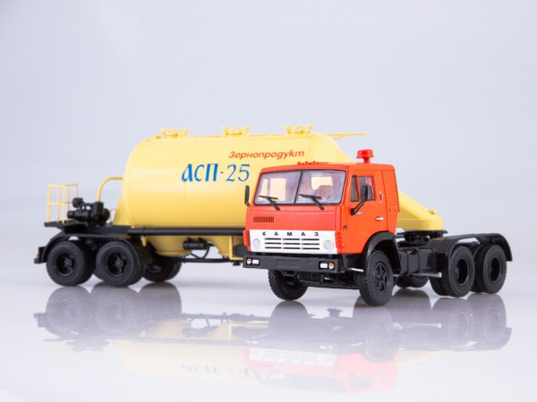 Macheta cap tractor Kamaz 54112 cu siloz de faina, scara 1:43 2