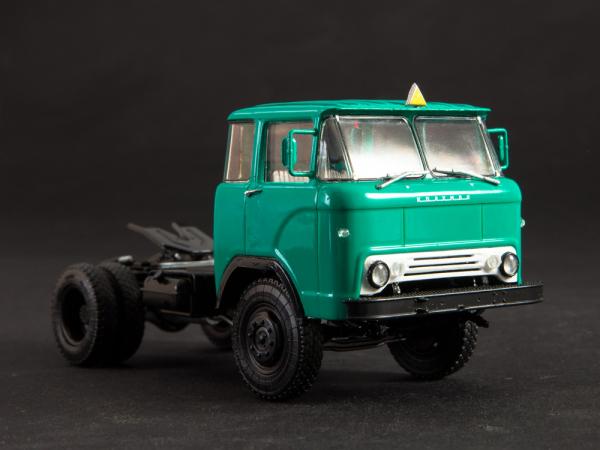 Macheta cap tractor KAZ 698 cu semiremorca transport animale ODAZ 857B, scara 1:43 [4]