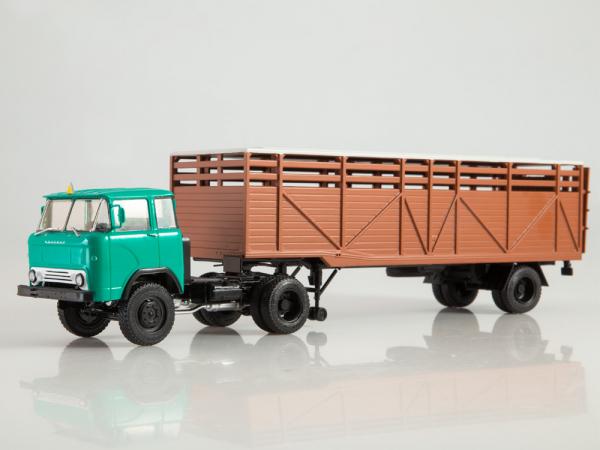 Macheta cap tractor KAZ 698 cu semiremorca transport animale ODAZ 857B, scara 1:43 [0]