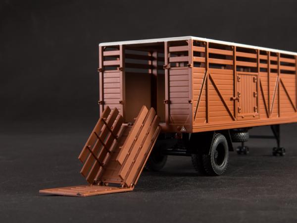 Macheta cap tractor KAZ 698 cu semiremorca transport animale ODAZ 857B, scara 1:43 [8]
