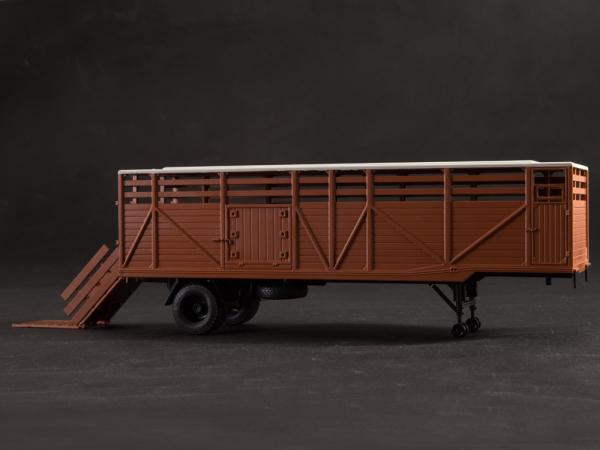 Macheta cap tractor KAZ 698 cu semiremorca transport animale ODAZ 857B, scara 1:43 [10]