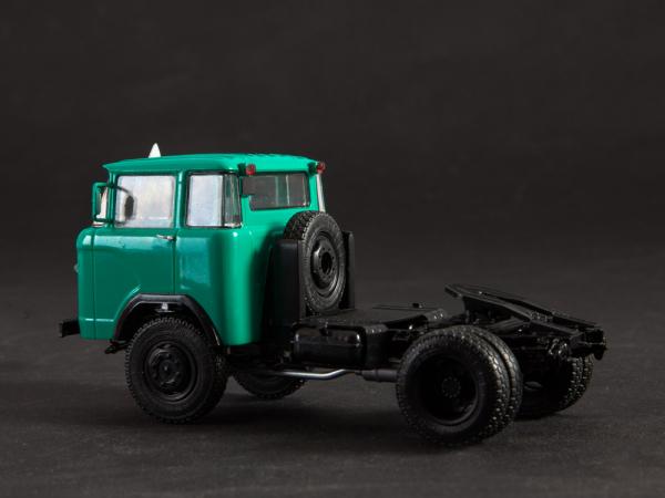 Macheta cap tractor KAZ 698 cu semiremorca transport animale ODAZ 857B, scara 1:43 [2]