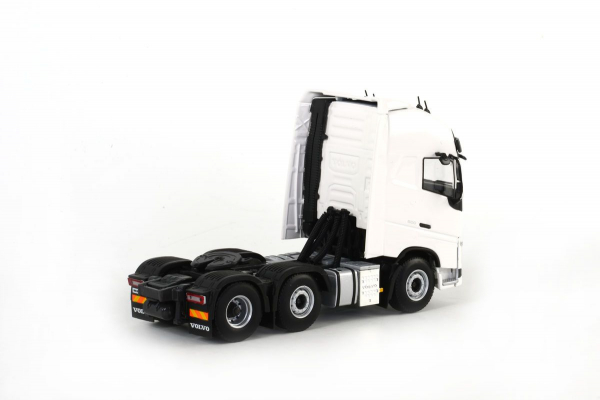 Macheta cap tractor Volvo FH4 Globetrotter XL 6x2, scara 1:50 1