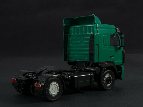 Macheta capt tractor MAZ 5440 cu semiremorca MAZ 9758, scara 1:43 2