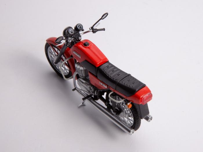 Macheta motocicleta cehoslovaca Java 350/638, scara 1:24 11