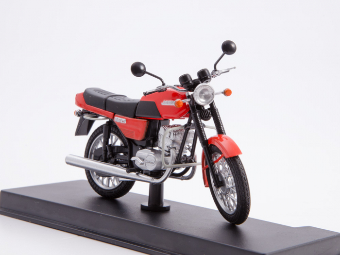 Macheta motocicleta cehoslovaca Java 350/638, scara 1:24 3