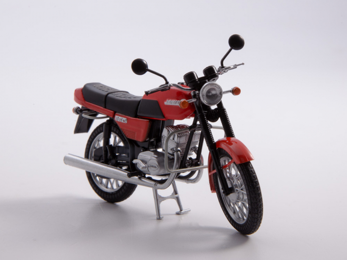 Macheta motocicleta cehoslovaca Java 350/638, scara 1:24 10