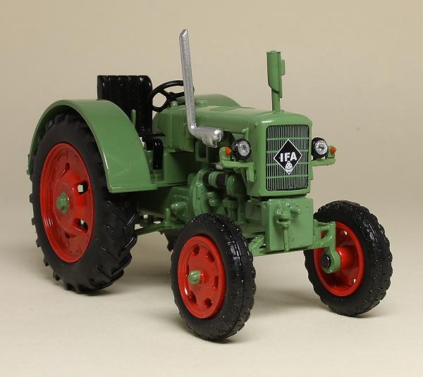 Macheta tractor IFA RS 04/30, RDG, scara 1:43 3