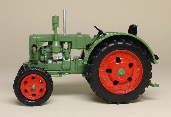 Macheta tractor IFA RS 04/30, RDG, scara 1:43 1