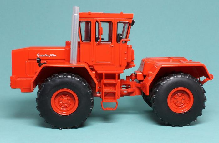Macheta tractor Kirovets K-701M, scara 1:43 [1]