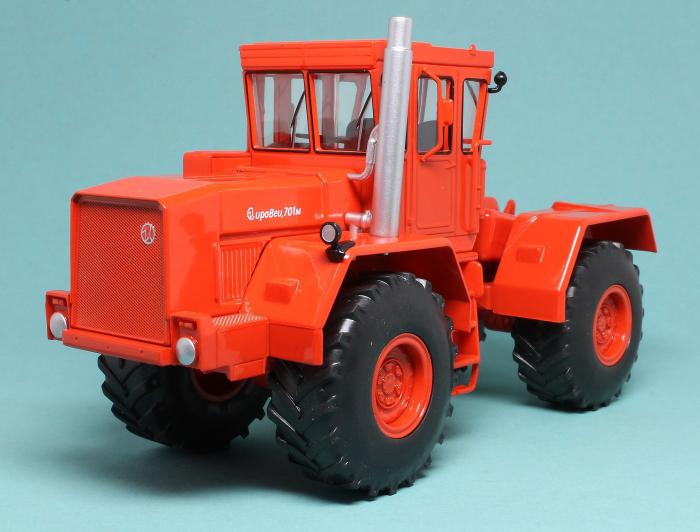 Macheta tractor Kirovets K-701M, scara 1:43 [0]