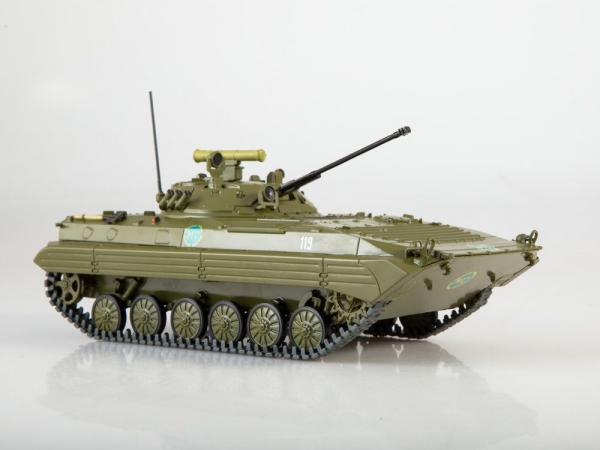 Macheta transportor blindat rusesc BMP-2, scara 1:43 2
