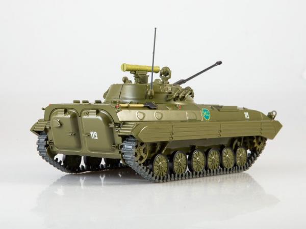 Macheta transportor blindat rusesc BMP-2, scara 1:43 1
