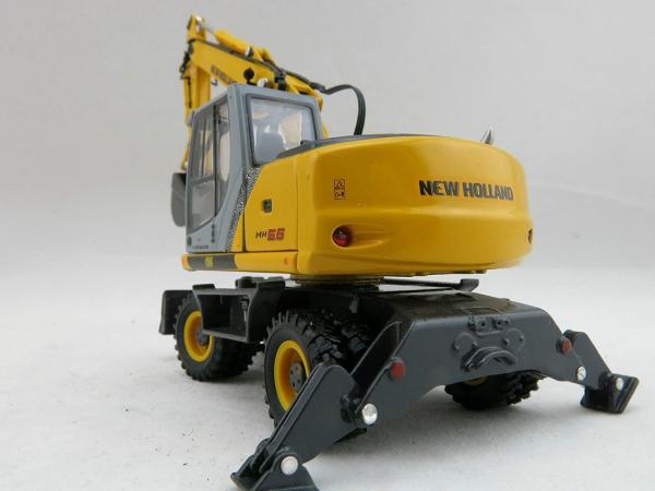 Macheta excavator pe pneuri New Holland MH5.6, scara 1:50 2