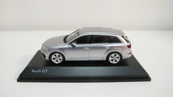 Macheta auto Audi Q7, scara 1:43 0