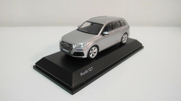 Macheta auto Audi Q7, scara 1:43 1
